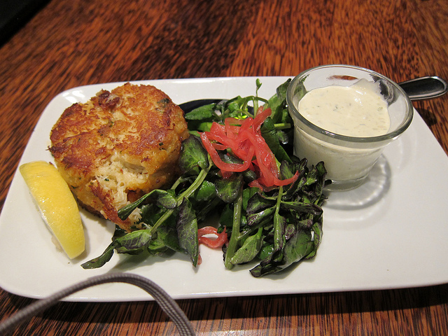 Box Hill Pizzeria: Ignore the Name, It's All About the Crab Cakes