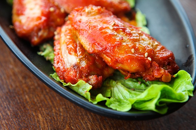 Enjoy Hot Wings and Discounted Drinks During Happy Hour at Bill Bateman's Bistro
